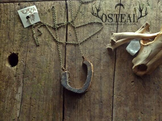 Foraoistín - In the River - bone jewelry, necklace