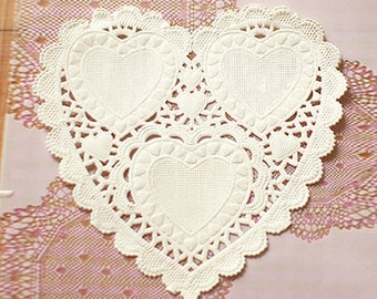 50 Romantic Heart Paper Doilies - S (4.1 x 4in)