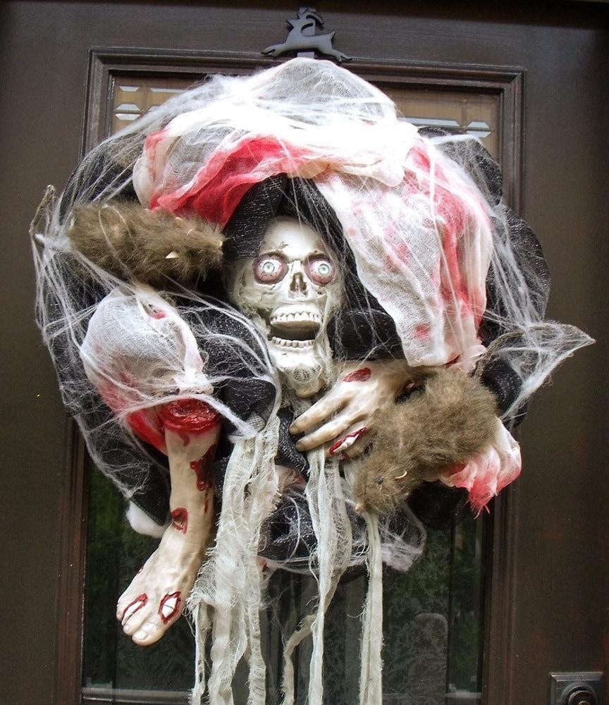 gory halloween wreath scary halloween decor decoration skull. Black Bedroom Furniture Sets. Home Design Ideas