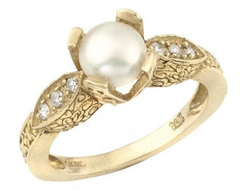 18k Gold Antique Stunning White Pearl  Engagement Ring