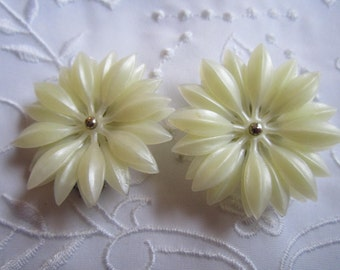 Vintage Silver Tone Pale Yellow Plastic Flowered Clip On Earrings
