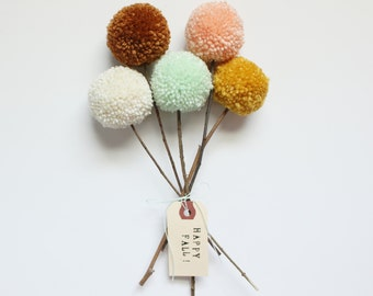 Yarn Pom Pom Flowers Bouquet (cream, cinnamon, mint, peach, mustard)