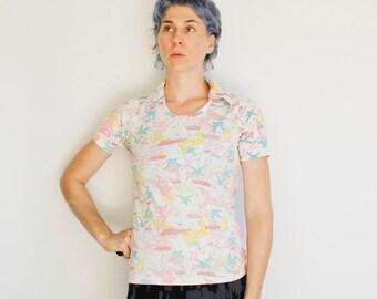 Vintage 70's women's shirt, t-shirt with collar, pastel nautical pattern - Medium