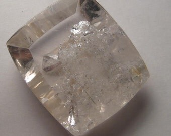 Penetrator Crystal or Interior Growth Crystal  ... COOL ... 33 x 29 x 11 mm ...                  a4550