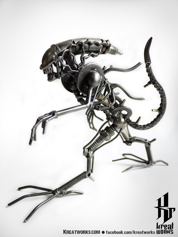 Mini Metal Monster : tail up (small item)
