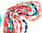 RED White BLUE Green Pink Orange Faceted Cut OLD Plastic Molded Necklace 1960s 70s Authentic Vintage Jewelry artedellamoda talkingfashion