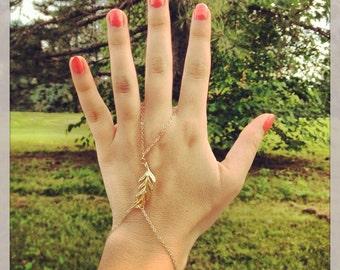 Slave bracelet - Gold leaf hand chain bracelet - Gold leaf hand chain - Leaf hand piece - Gold slave bracelet - Hand chain ring bracelet