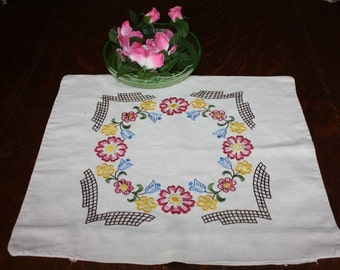 Embroidered Pillow Cover Linen Floral Ring 1940s