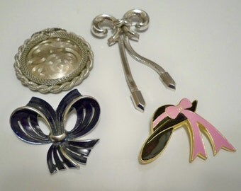 Lot of jewelry - brooch and pendant - Silvertone bow and - Black & silver bow - Swirl pendant - Hat brooch  - Eco friendly