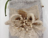 Pearl and wool hanging pocket- Large
