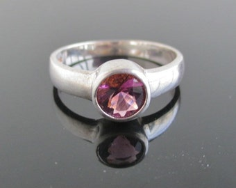 925 Sterling Silver & Purple Amethyst Ring / Band - Vintage Size 7