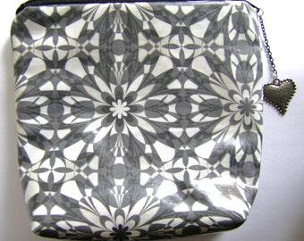 Kaleidoscope Patterned Zipper Pouch