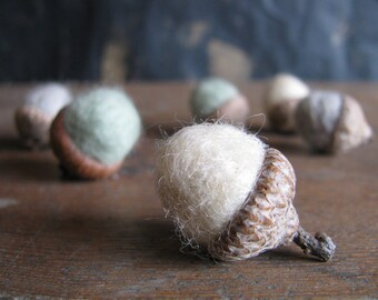 Felted wool acorns, set of 6, Minty Winter Mix, green felt acorns, white wool acorns, gifts for teachers, winter home decor, woodland winter