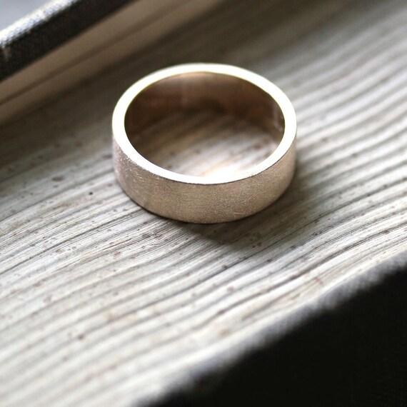 Goldring breit herren  Herren Gold Ehering 7 mm breit gebürstet flach 10k