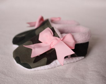 baby girl shoes, camo infant shoes, soft sole crib shoes,