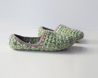 Low Rider house slippers - Crochet slippers in moss green beige
