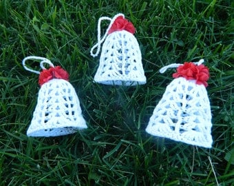 Crochet Christmas tree bells//3 white with flowers on top