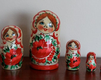Nesting  Matryoshka  dolls with poppy flowers  babushka dolls set of 5