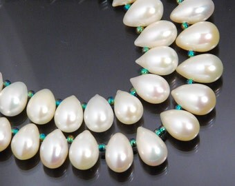 32 beads, full 8.25 inch strand: freshwater pearl teardrop briolettes, 7X8mm to 7X12mm, grade AA to AAA, natural creamy white