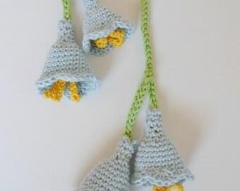 Petite Belle Fleur Crochet Flower Lariat Light Blue Bell Flower with Four Flowers