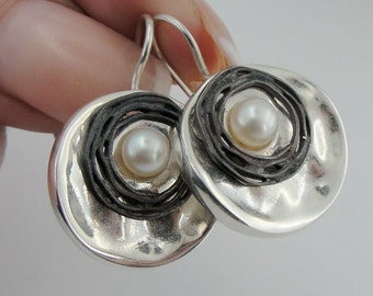 ISRAEL Women Lovely Hand Crafted Art sterling Silver 925 Pearl Earrings (s 2482)
