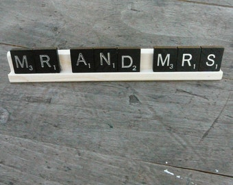 MR AND MRS/Sign/Display/Cake Table Decor
