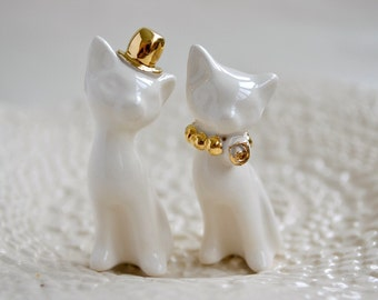 Cat cake topper, wedding cake topper, gold ivory - white wedding, ceramic cat cake topper wedding, bride and groom cats - wedding keepsake