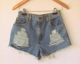 Vintage Denim Levi High Waist Distressed Shorts sz 28