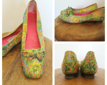 Vintage 60s Mod Rainbow and Gold Brocade Oomphies Flats with Bows Womens Size 7.5 Narrow