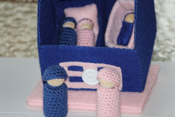 Handmade blue pink cozy cottage felt house with 5 peg people for Cozy cottage toddler bed