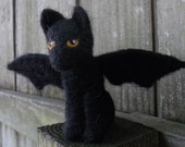 Halloween Bat Wing Cat / Needle Felted Black Cat Halloween Doll / Spooky Wool Animal Figurine / Flying Kitten Toy Halloween Decoration