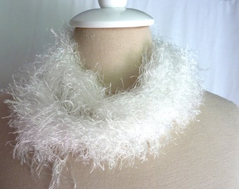 White Faux-fray Yarn Scarf
