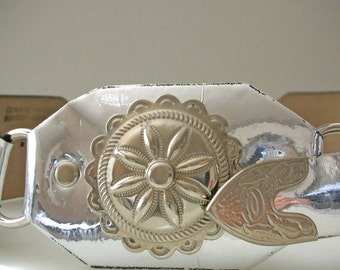 Metallic Leather Belt Silver Concho Belt. Silver Belt with Medallions Waist 29 30 31 32 33 MADE IN USA On SaLE