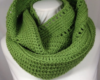 Green Crochet Infinity Scarf, Circle Scarf (192)