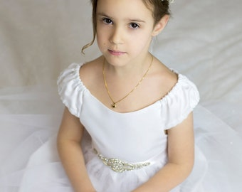 First Communion Dress, Flowers Girl Dress with beautiful sash. Sizes 6,7,8,9 please ask me right one