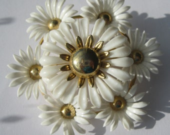 SALE Vintage Brooch - White Daisies - Plastic Daisies and Gold Tone Metal