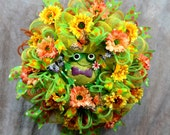 Deco Mesh Spring Wreath, Cute Green frog Spring Wreath, Designed with yellow and Lime green Deco Mesh, Spring Frog Decor
