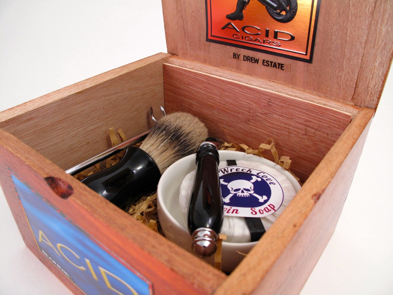 black beard 39 s shaving kit featuring a silver tip badger. Black Bedroom Furniture Sets. Home Design Ideas