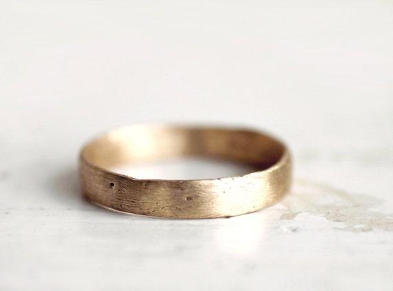 A rustic gold wedding band. 18k. Lulu