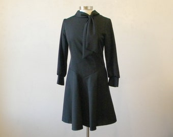 1970s Little Black Dress / Long Sleeves Packable Day Dress / Easy Wash / M