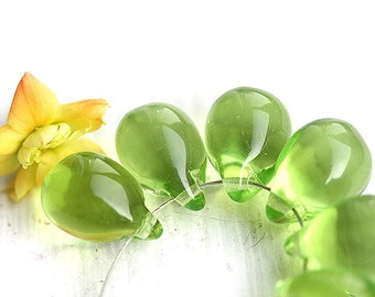 Light Green Teardrops, czech glass, yellow green large Briolettes - 10x14mm - 6Pc - 0224