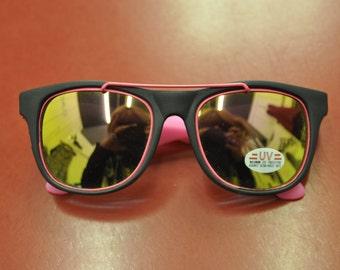 90s Deadstock Neon Pink & Black Wayfarer style Sunglasses