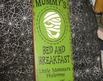 "Primitive Large Holiday  Wooden Hand Painted Halloween Sign -  "" Mummys Bed And Breakfast  ""  Pumpkins Bats Country Folkart"