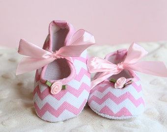 Cotton Candy Pink Chevron Maryjane Shoe Rosettes Soft Sole Crib Shoes Pink and White Print Girls Slip-on Baby Shoes Pink Bows BABY GIRL Gift