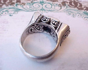 Gorgeous and Unusual Exotic Sterling Silver Ring with Open Work and Abalone Center