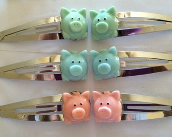 Darling hair clips with pigs in eight different colors.