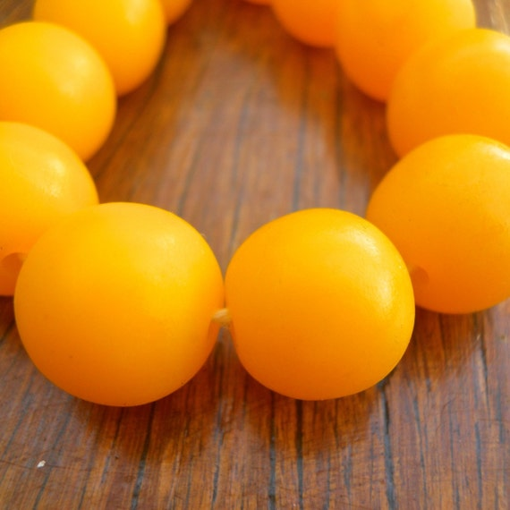 14mm resin beads solid banana yellow 1 x strand of 30