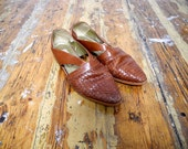 womens brown woven leather flats // size 8M