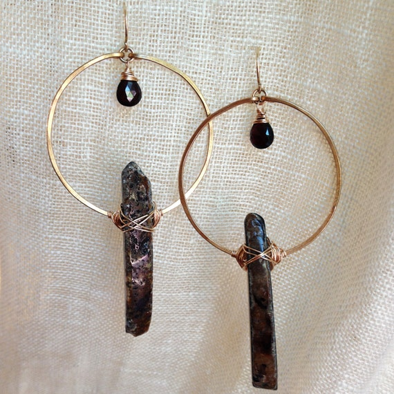 Monolith Earrings in Bronze, Agate & garnet