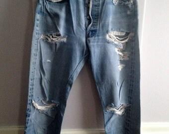 1970's Boyfriend Levis / Vintage Levis / Beat-up Levis Boyfriend Jeans / Distressed 1970's 5 Button Levis